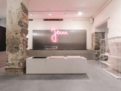 Ladies Store JEM Urbanwear, Konstanz, NemčijaNaziv projekta: JEM Urbanwear, Konstanz NemčijaOblikovalci: Studio DLFFotograf: Daniele Luciano Ferrazzano